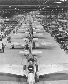 Photo_4_220px-Vultee_Valiant_production_Downey_CA_1943