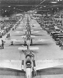 Photo_4_220px-Vultee_Valiant_production_Downey_CA_1943
